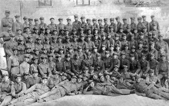 Общая фотография солдат и офицеров 81 пехотного полка им. Ст. Батория.