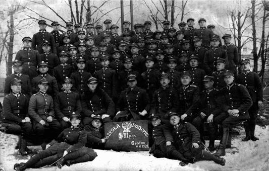 Общая фотография солдат и офицеров школы подофицеров 81 пехотного полка им. Ст. Батория. 1931 год.