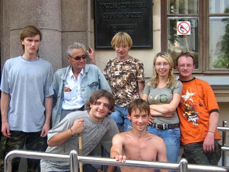 В.Н. Рябцевич с группой студентов-историков