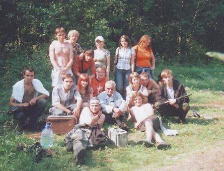 В.Н. Рябцевич со студентами на археологической практике